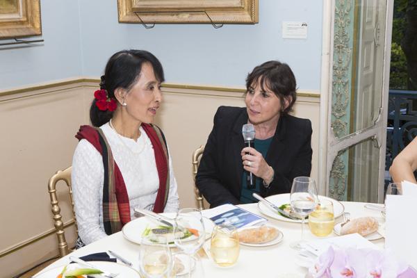 Daw Aung San Suu Kyi - Page 3 Kyi110