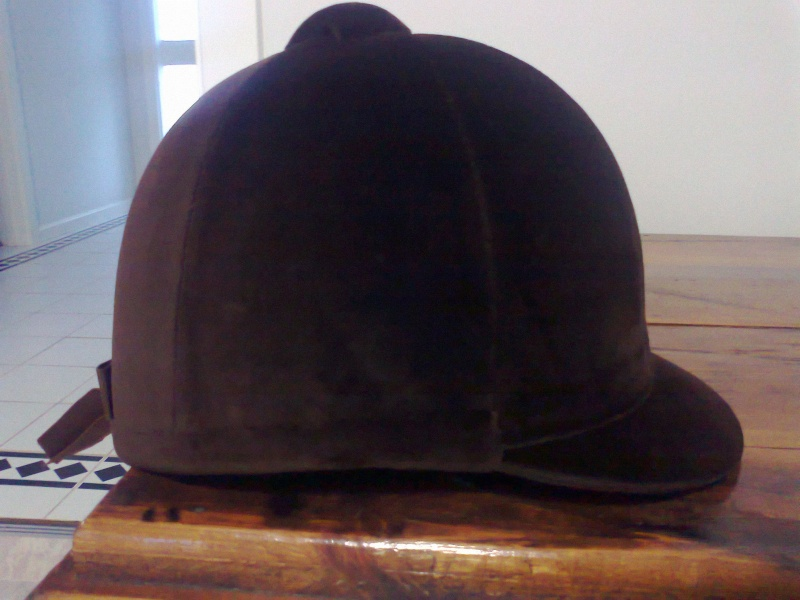 Old style velvet hunt cap/helmet? Photo058