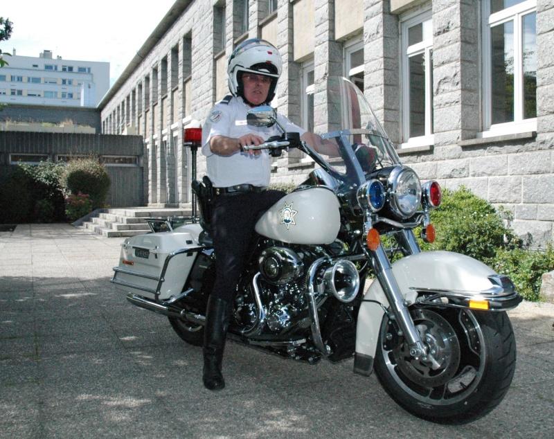 ESSAI du ROAD KING SPECIAL POLICE 2011 - Page 2 Dsc_1012
