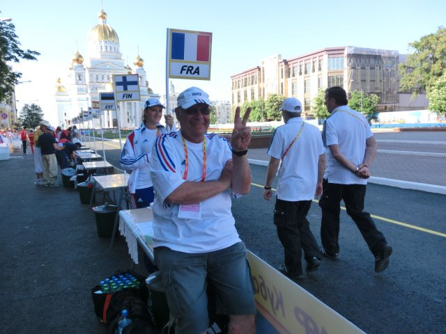 Francis GENSON médecin de l'équipe de France . 00002910