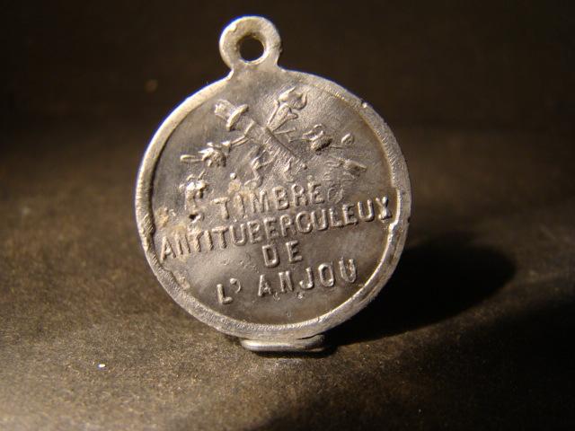 Médaille-Récompense en alu - pour écolier lors de campagnes de ventes de timbres antituberculeux - Anjou Dsc03714