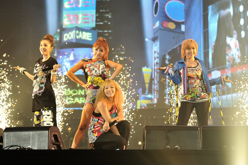 Pictures for 2NE1 38754210