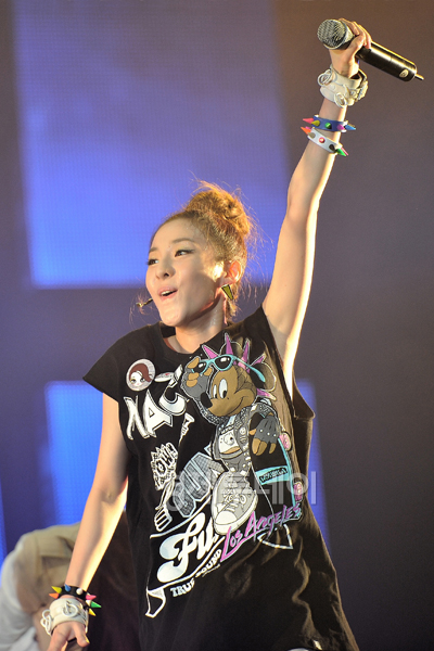 Pictures for 2NE1 38754311