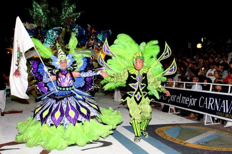 Más de 10 mil personas en el cierre del Carnaval de 25 de Mayo 00141