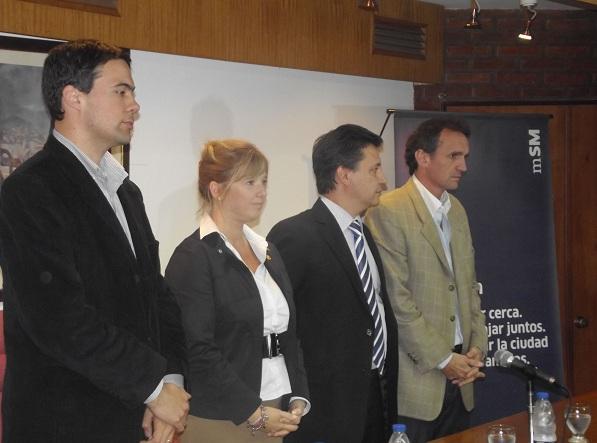 Presentaron programas para mejorar gestiones municipales en San Martín.  00176