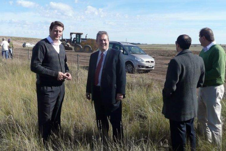 El ministro Breitenstein firmó acuerdo por Tecnópolis del Sur y visitó Tornquist 00224