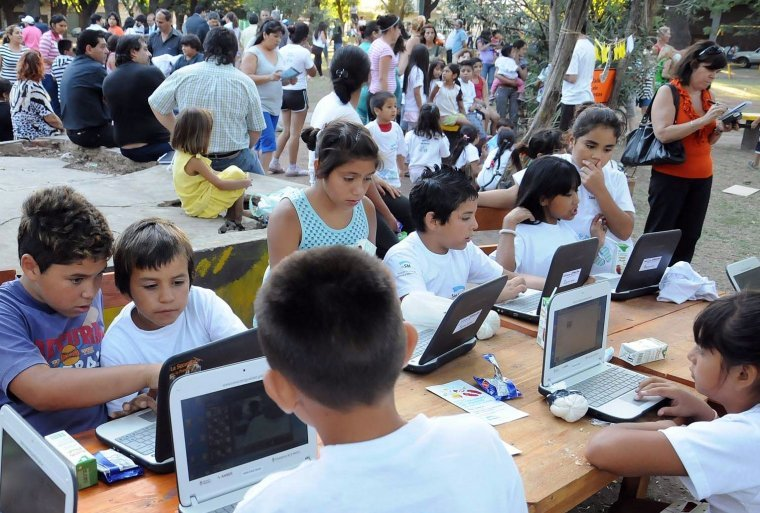 Alumnos y docentes construyeron con netbooks un canal de televisión 00225