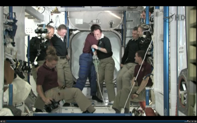 [STS-135] Atlantis: Déroulement de la mission.   - Page 5 15h4010