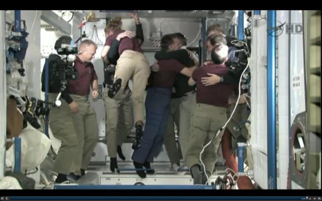 [STS-135] Atlantis: Déroulement de la mission.   - Page 5 15h40_10