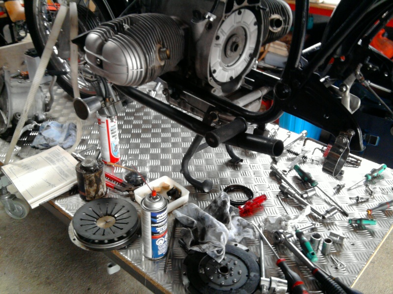 """Projet BMW """"old racer"""" - Page 12 Embray11"""