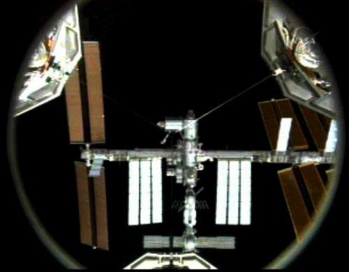 """Des OVNI filmés autour de l'ISS, la NASA a ordonné """"l'arrêt de la caméra"""" 01366410"""