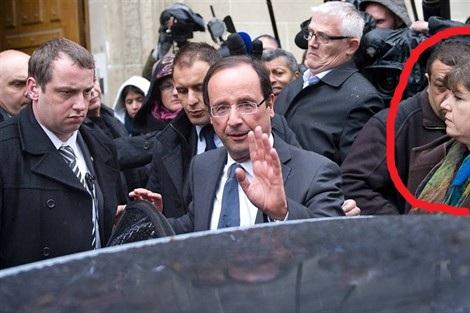 Une sorcière apparaît sur l'image du candidat Hollande  12042311