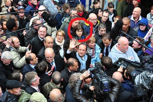 Une sorcière apparaît sur l'image du candidat Hollande  16793910