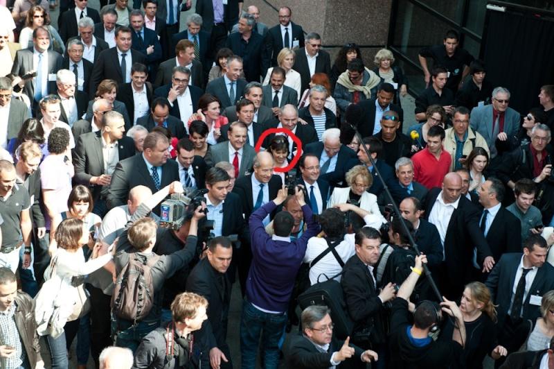 Une sorcière apparaît sur l'image du candidat Hollande  Dsc_5310