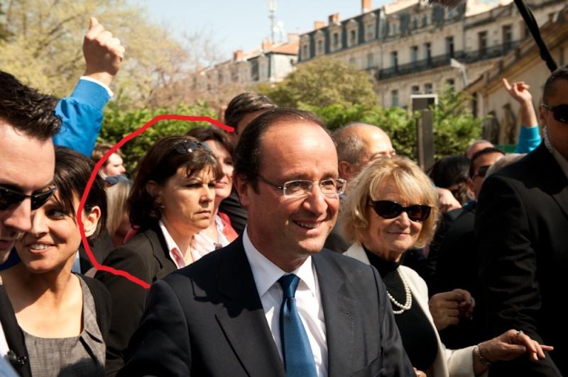 Une sorcière apparaît sur l'image du candidat Hollande  Dsc_5510