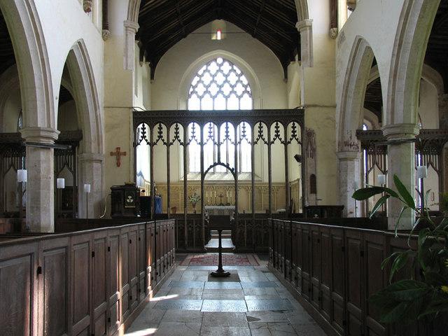 Une mystérieuse dame blanche photographiée dans une église St_mar10