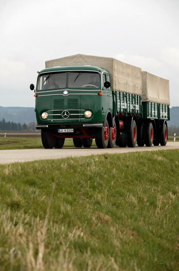 [Historique] Les Poids lourds Mercedes  1958-114