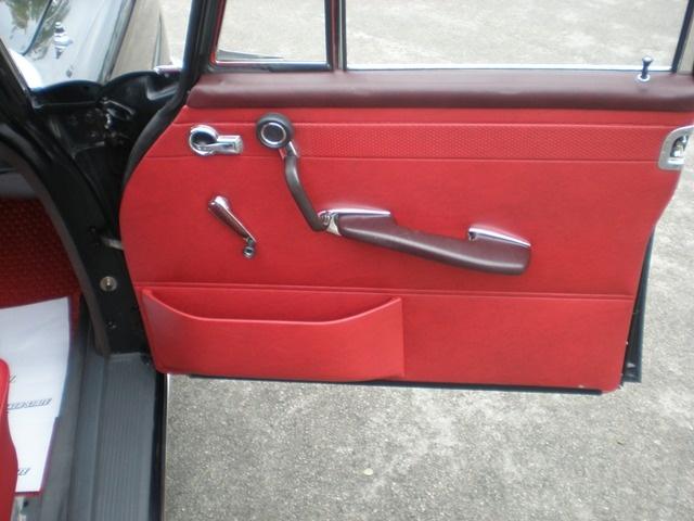 Les Mercedes 230 S / 220 SE Grosse Heckflosse  (W111) 1961-1965   - Page 2 Andrea14