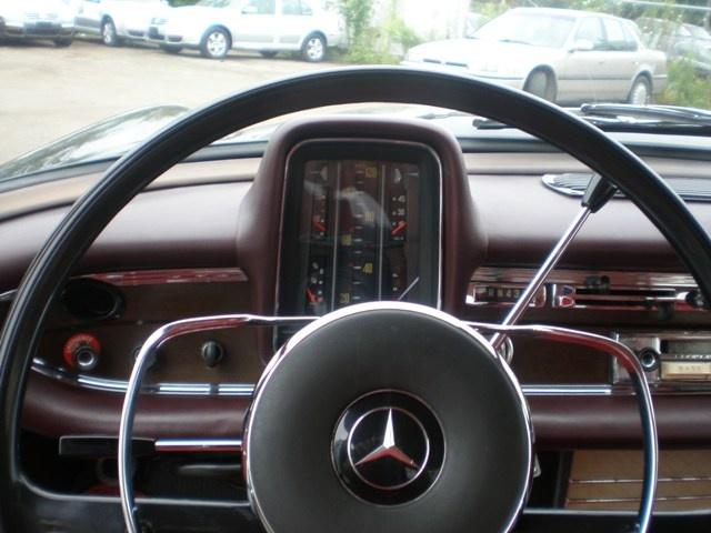 Les Mercedes 230 S / 220 SE Grosse Heckflosse  (W111) 1961-1965   - Page 2 Andrea17