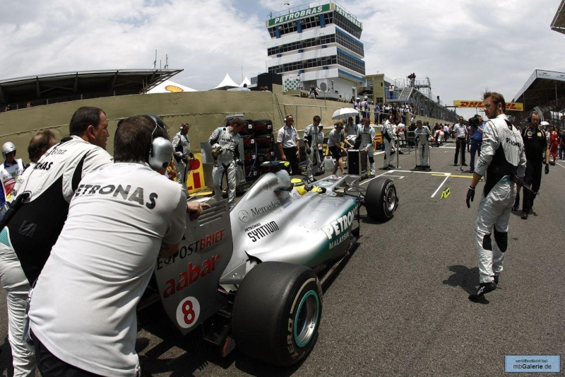 Formule 1 2011  - Page 38 Mbga1138