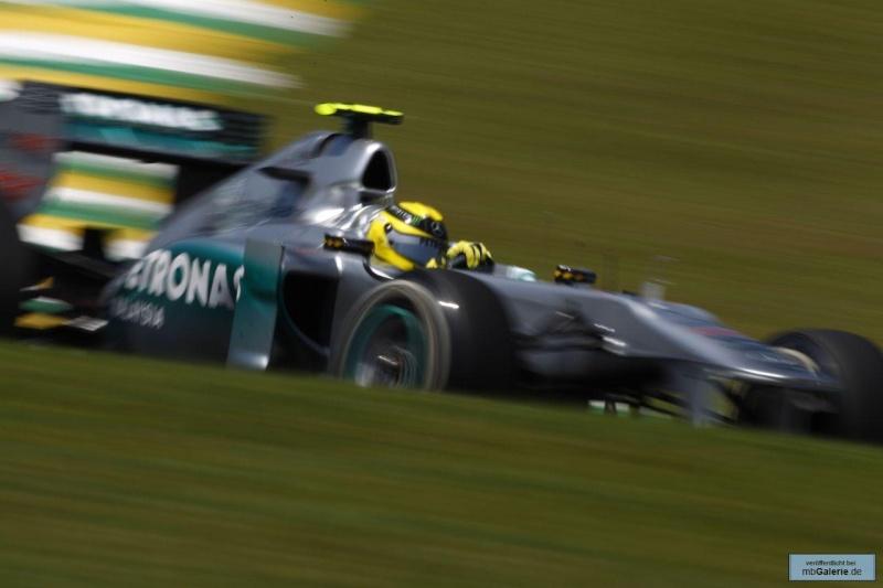 Formule 1 2011  - Page 38 Mbga1141