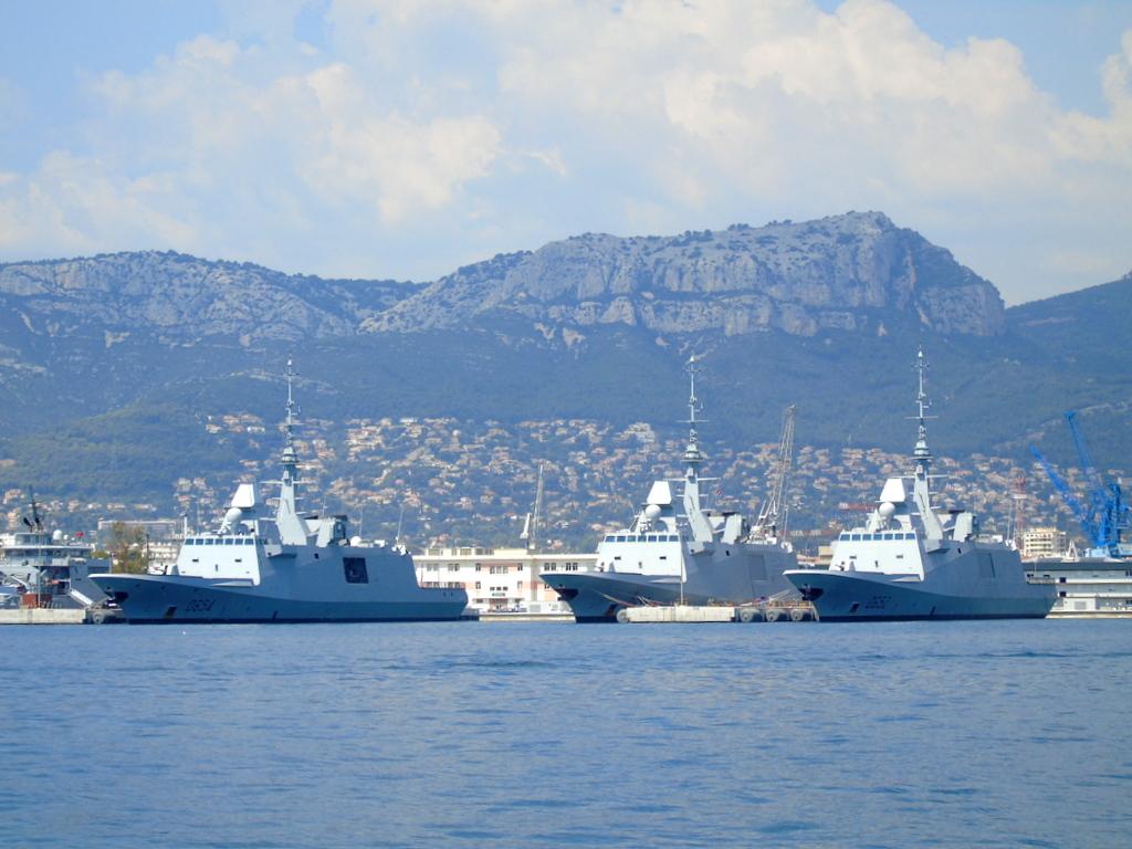 [Les ports militaires de métropole] Port de Toulon - TOME 1 - Page 21 Dsc01310