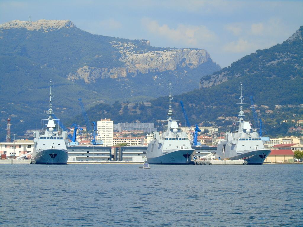 [Les ports militaires de métropole] Port de Toulon - TOME 1 - Page 21 Dsc01311