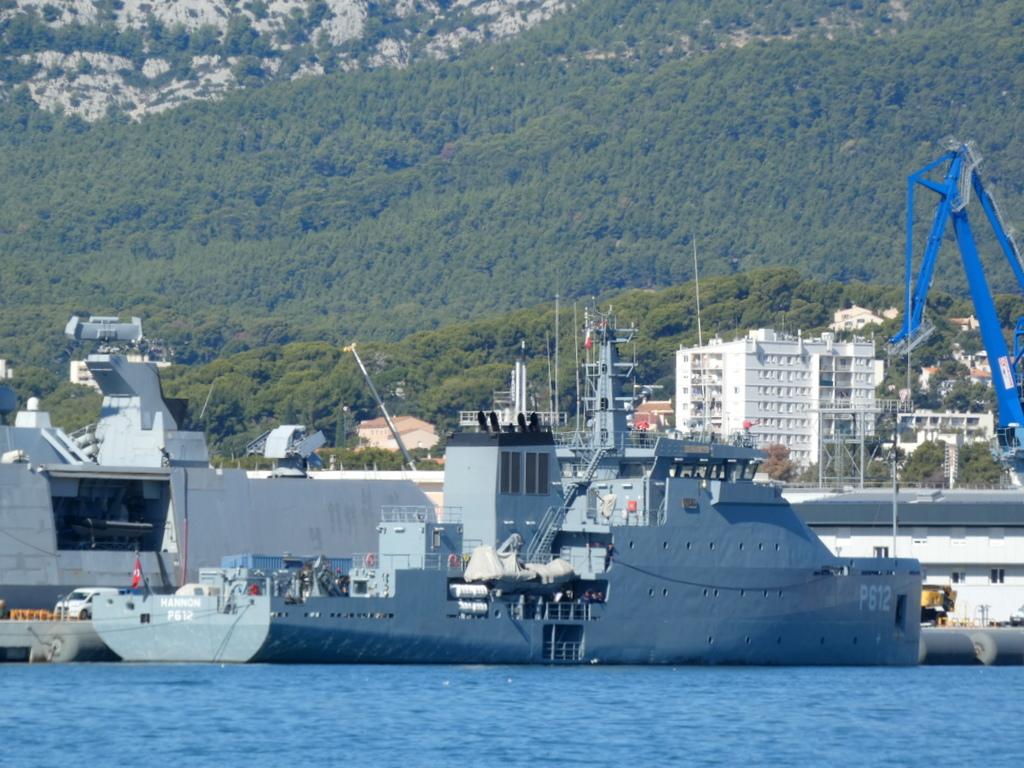 [Les ports militaires de métropole] Port de Toulon - TOME 1 - Page 40 P1010610