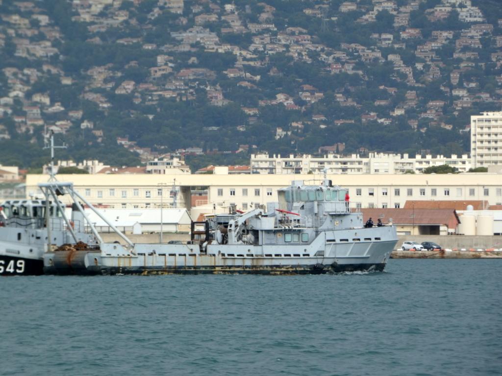 [Les ports militaires de métropole] Port de Toulon - TOME 1 - Page 40 P1010713