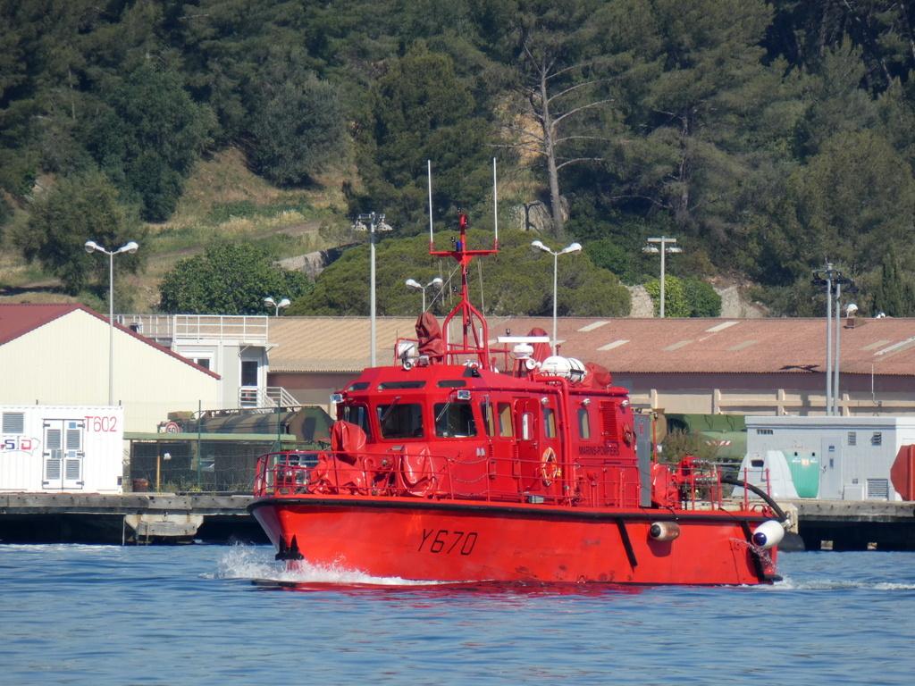 [LES PORTS MILITAIRES DE MÉTROPOLE] Mouvements de Bâtiments dans la rade de Toulon - Page 24 P1040310