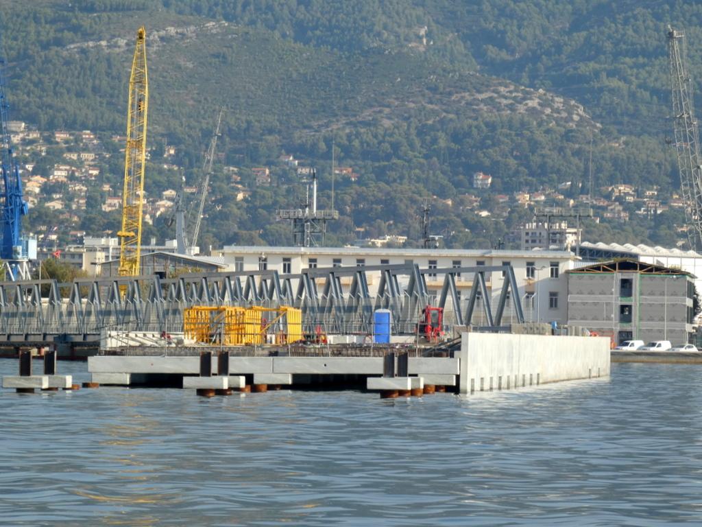 [LES PORTS MILITAIRES DE MÉTROPOLE] Mouvements de Bâtiments dans la rade de Toulon - Page 25 P1120911