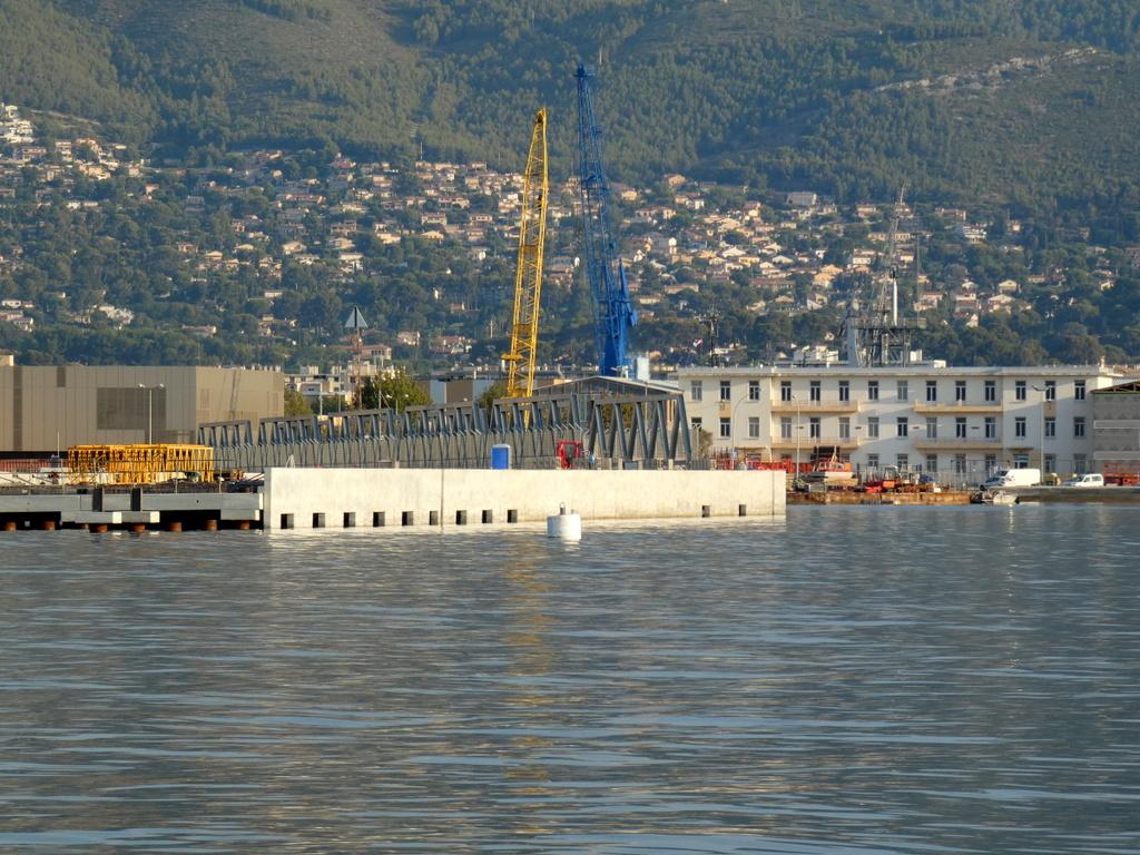 [LES PORTS MILITAIRES DE MÉTROPOLE] Mouvements de Bâtiments dans la rade de Toulon - Page 25 P1120912