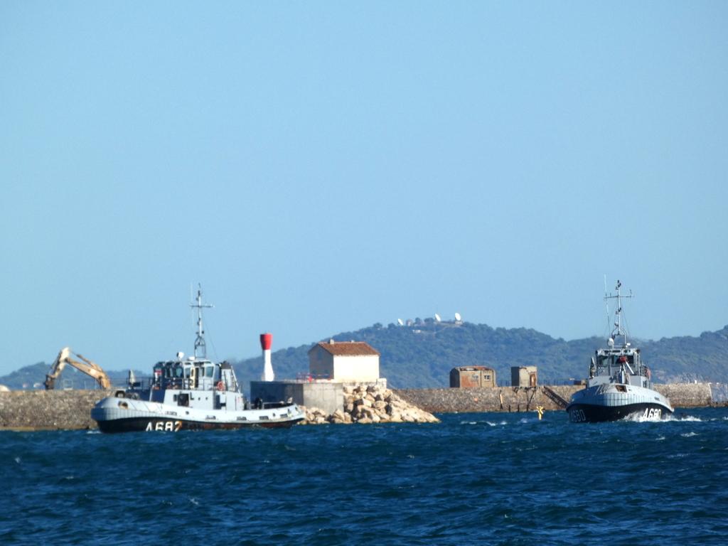 [Les ports militaires de métropole] Port de Toulon - TOME 1 - Page 6 P1140616