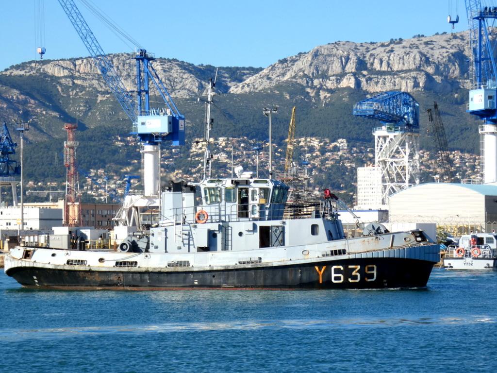 [LES PORTS MILITAIRES DE MÉTROPOLE] Mouvements de Bâtiments dans la rade de Toulon - Page 28 P1160910