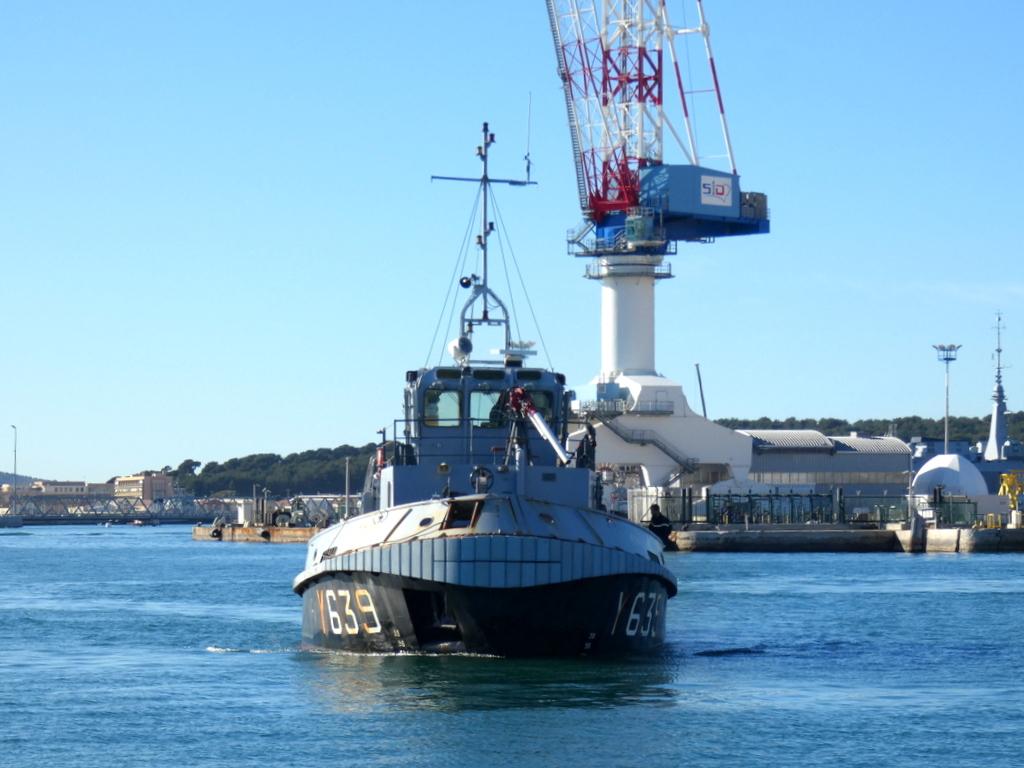 [LES PORTS MILITAIRES DE MÉTROPOLE] Mouvements de Bâtiments dans la rade de Toulon - Page 28 P1160911