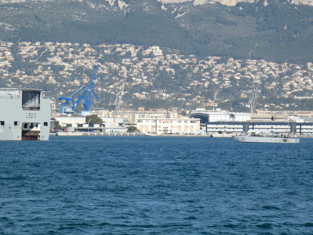 [LES PORTS MILITAIRES DE MÉTROPOLE] Mouvements de Bâtiments dans la rade de Toulon - Page 28 P1170221
