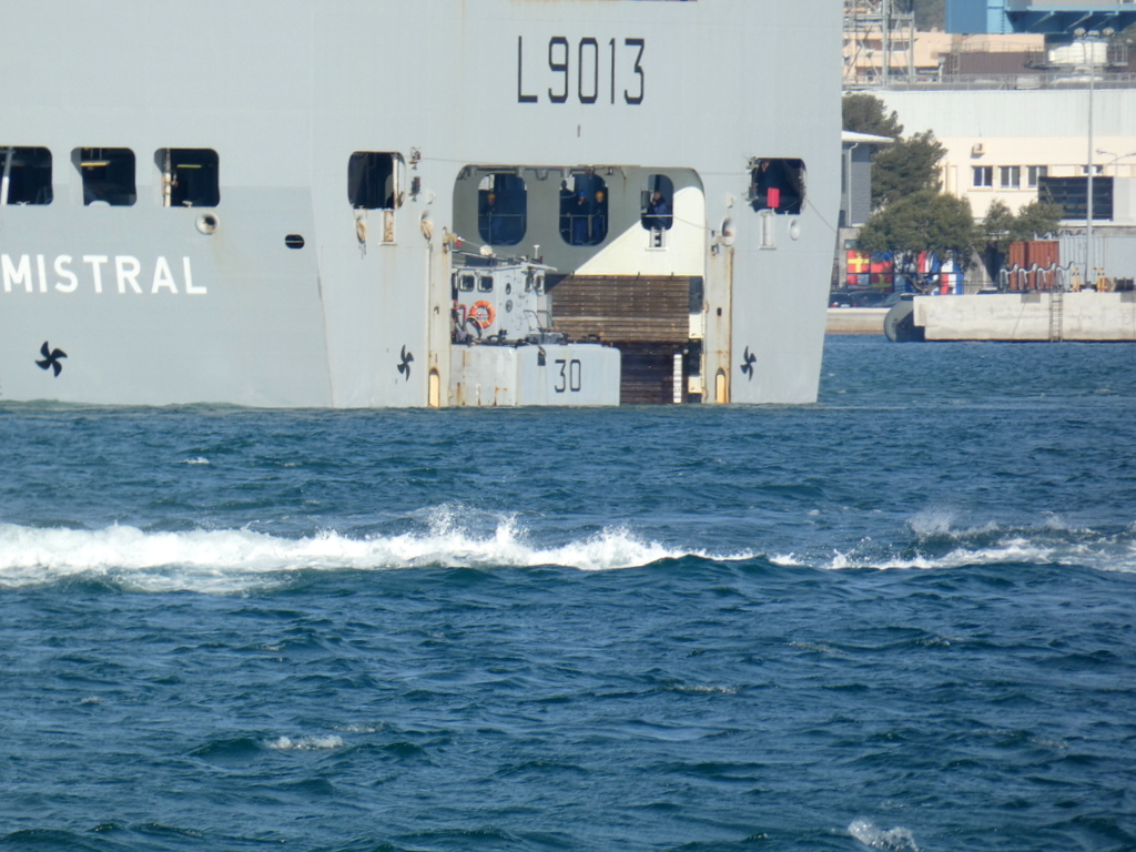 [LES PORTS MILITAIRES DE MÉTROPOLE] Mouvements de Bâtiments dans la rade de Toulon - Page 28 P1170224