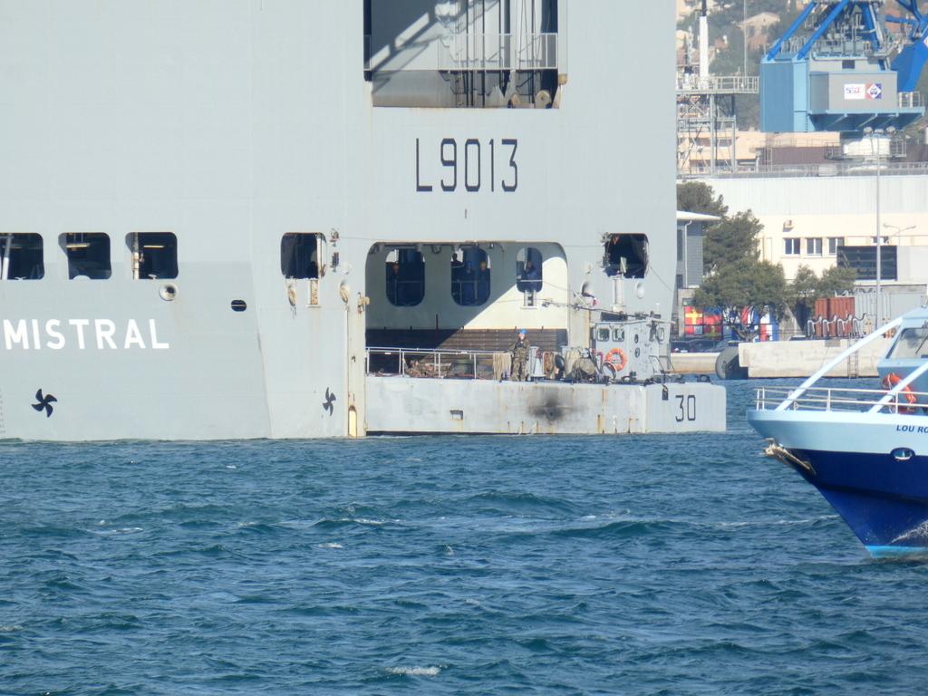 [LES PORTS MILITAIRES DE MÉTROPOLE] Mouvements de Bâtiments dans la rade de Toulon - Page 28 P1170225