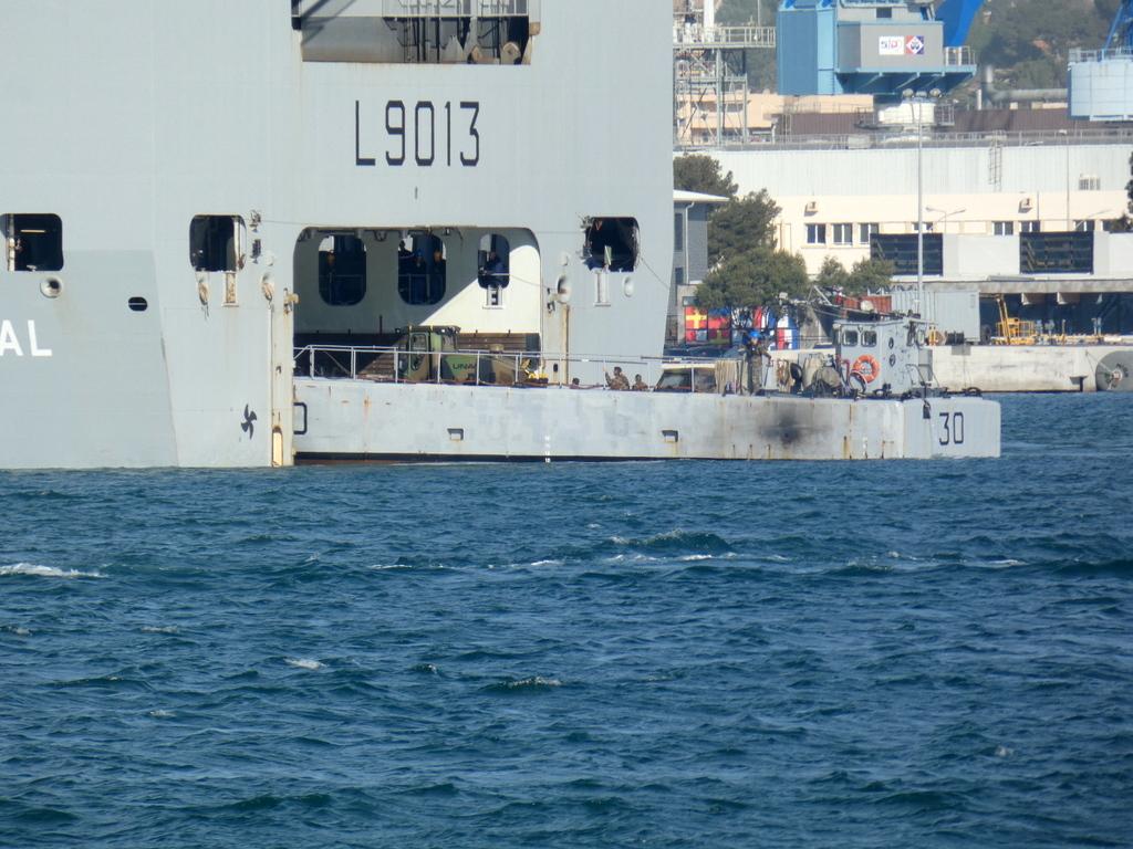 [LES PORTS MILITAIRES DE MÉTROPOLE] Mouvements de Bâtiments dans la rade de Toulon - Page 28 P1170226