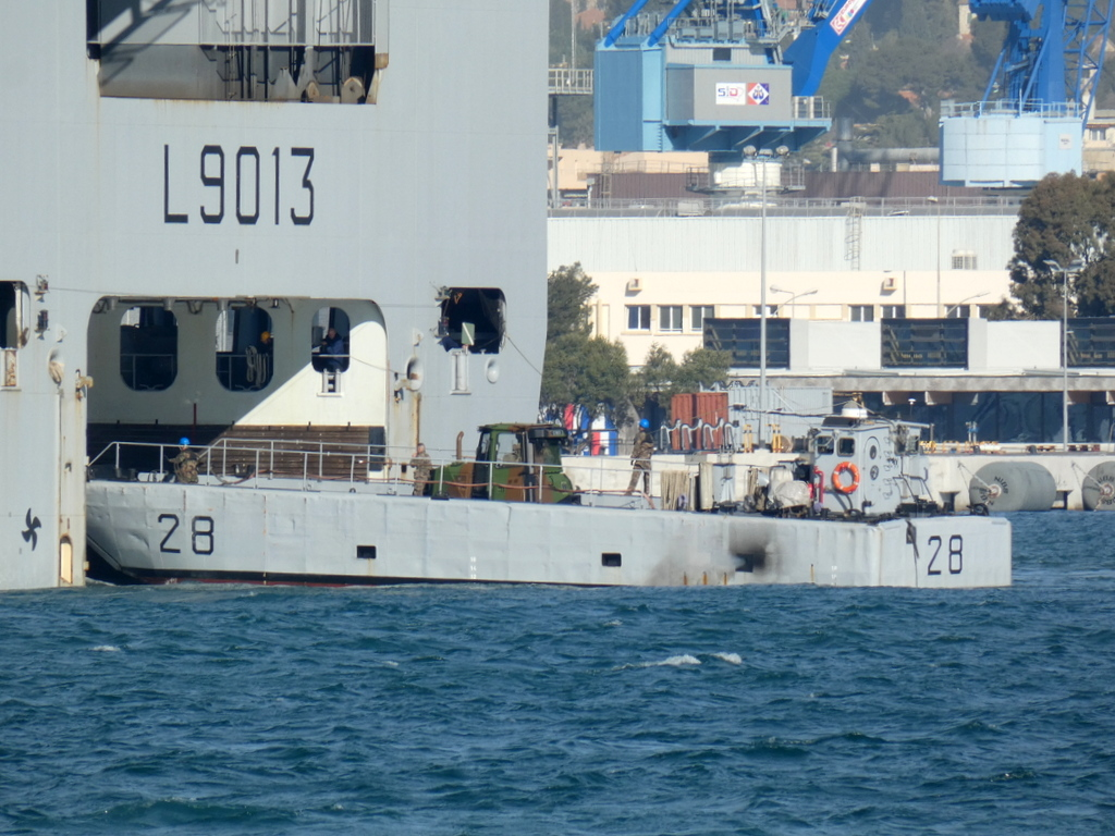 [LES PORTS MILITAIRES DE MÉTROPOLE] Mouvements de Bâtiments dans la rade de Toulon - Page 28 P1170231