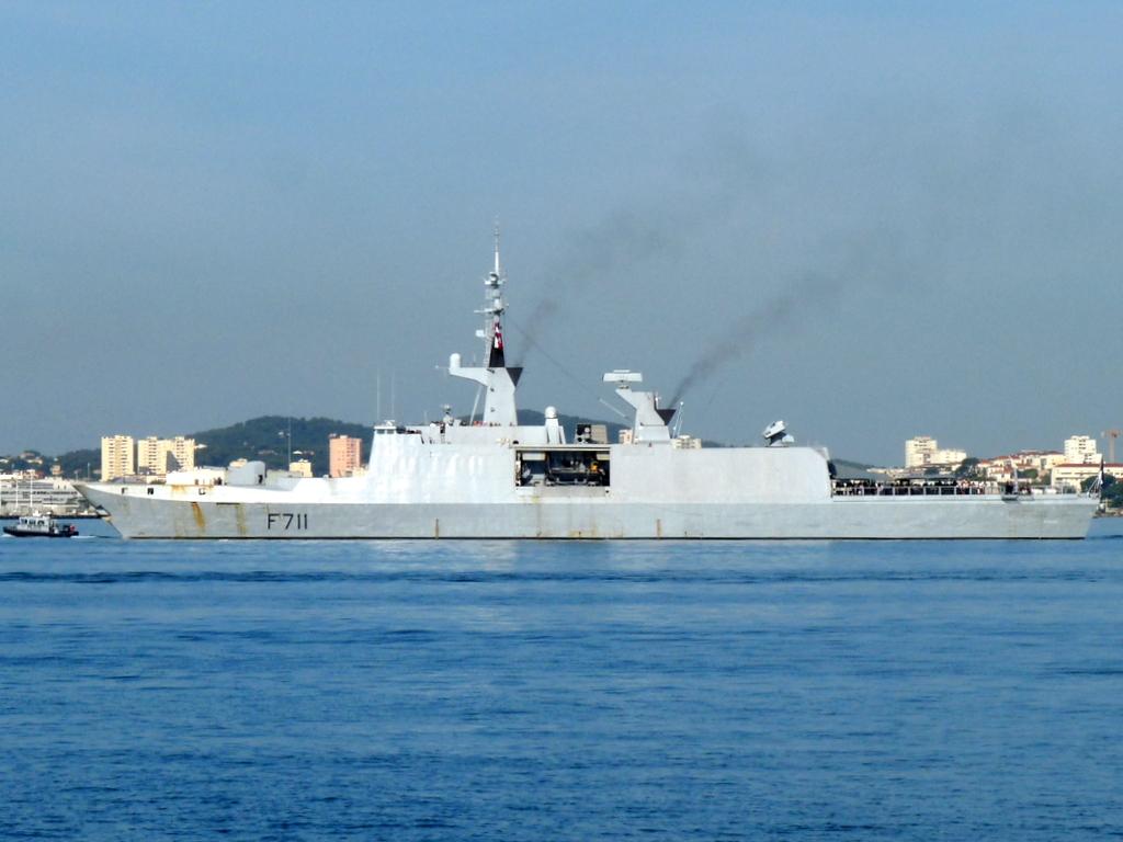 [Les ports militaires de métropole] Port de Toulon - TOME 1 - Page 21 P2100911