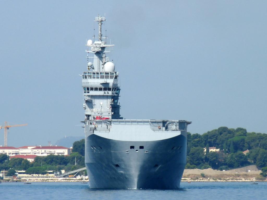 [Les ports militaires de métropole] Port de Toulon - TOME 1 - Page 21 P2110010