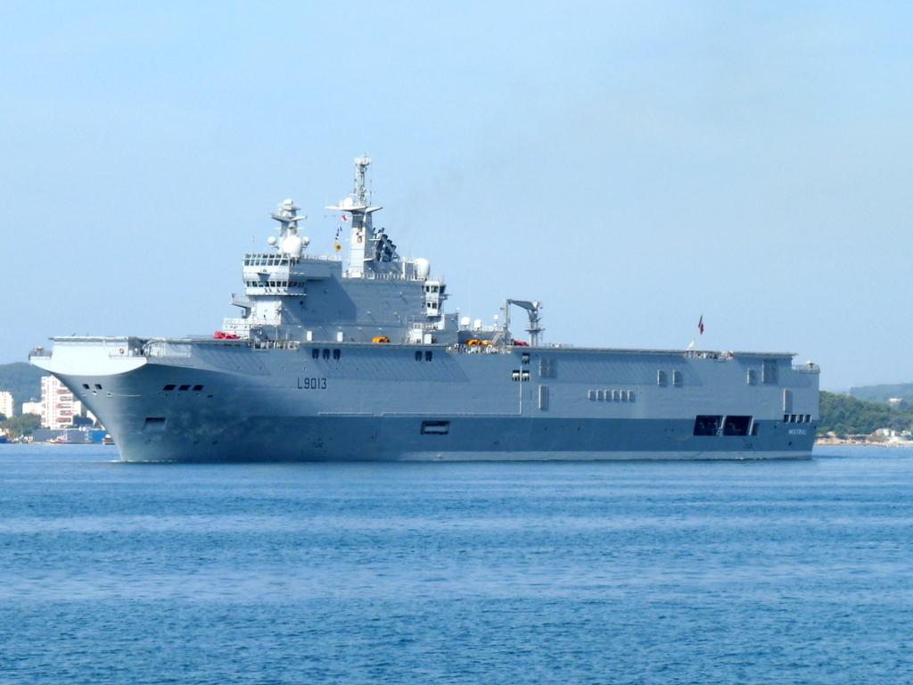 [Les ports militaires de métropole] Port de Toulon - TOME 1 - Page 21 P2110011