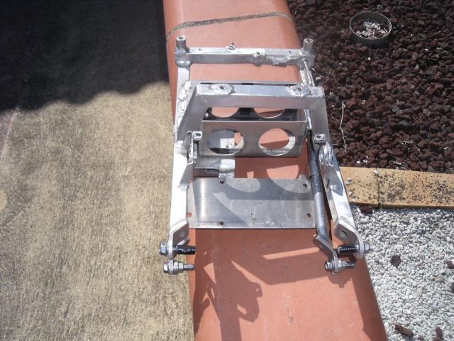 Problemes montage poly arrière cbr sc59/ boucle arrière  Dscf4911