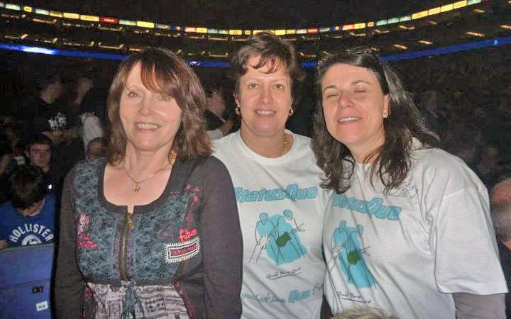 Londres O2 - 11 Décembre 2011 - Page 3 Filles10