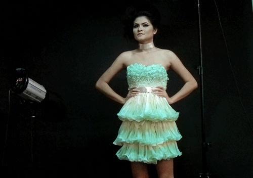 La robe en préservatifs pour la lutte contre le SIDA 20111110