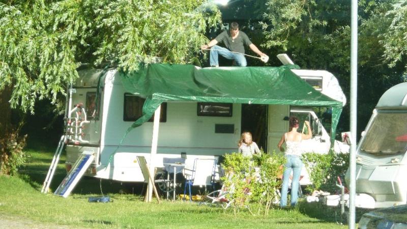 Camping car insolites Auvent10