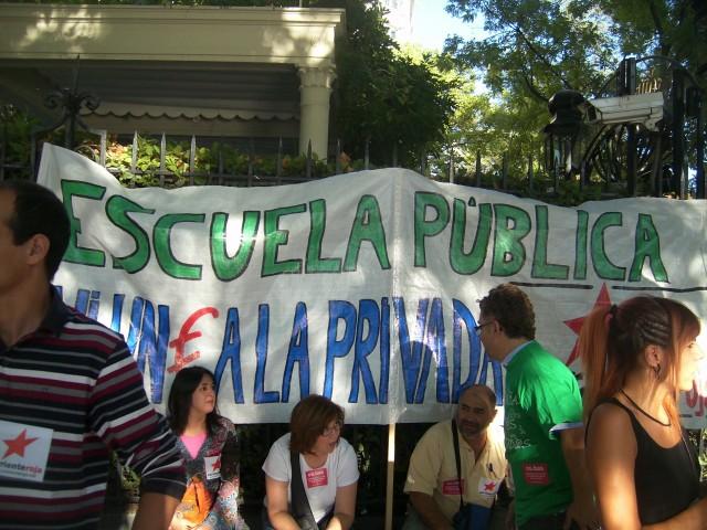 En defensa de la escuela pública ni un Euro para la privada Dsci0210