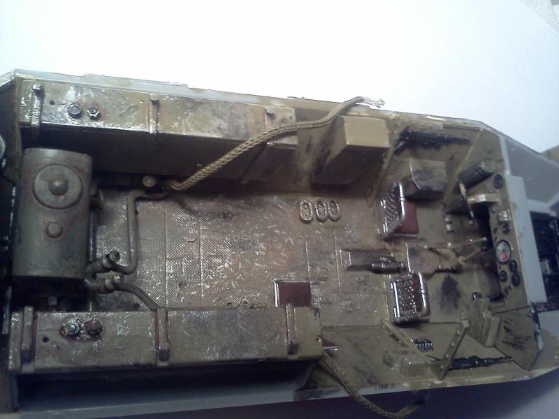 SdkFz 251/16 Ausf C Flammpanzerwagen - montage en cours Img08010