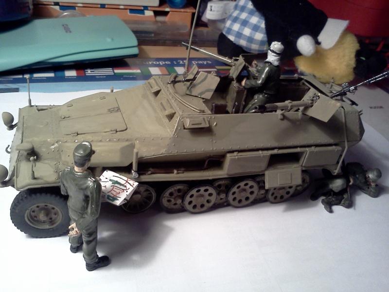 SdkFz 251/16 Ausf C Flammpanzerwagen - montage en cours Img08210
